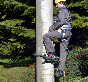 concrete-metal-steel-pole-climbing